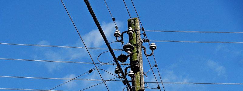Vadí vám telekomunikačný kábel nad vaším pozemkom?